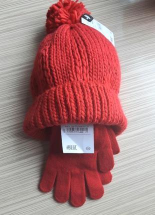 Набор шапка и перчатки  c&a