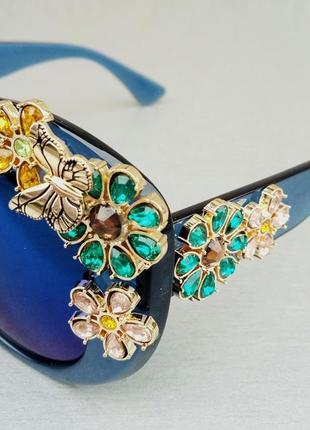 Очки женские солнцезащитные подиумные большие массивные синие с камнями3 фото