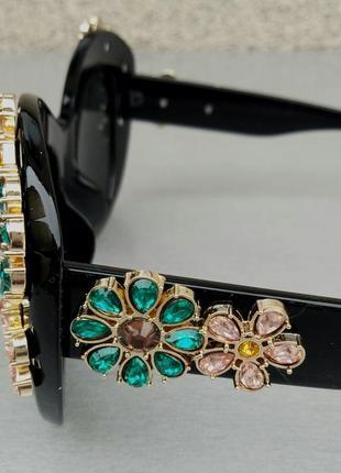 Очки женские солнцезащитные подиумные с цветами в камнях черные большие5 фото