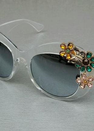 Очки женские солнцезащитные подиумные с цветами в камнях черные зеркальные