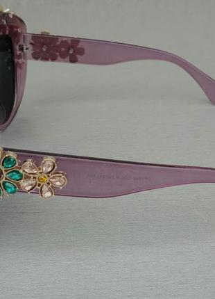 Женские солнцезащитные подиумные с цветами в камнях сиреневые зеркальные4 фото
