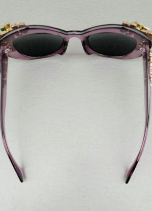 Женские солнцезащитные подиумные с цветами в камнях сиреневые зеркальные6 фото