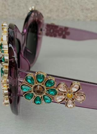 Женские солнцезащитные подиумные с цветами в камнях сиреневые зеркальные5 фото