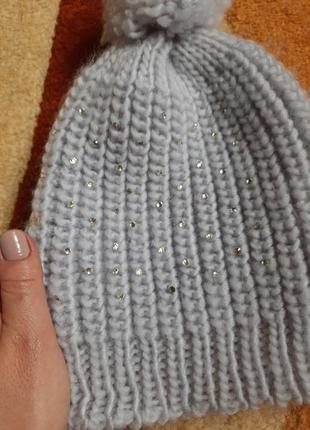 Вязаная шапочка с бубоном