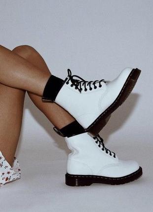 Белые лаковые ботинки на шнуровке , сапоги graceland