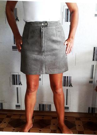 Серая замшевая юбка трапеция