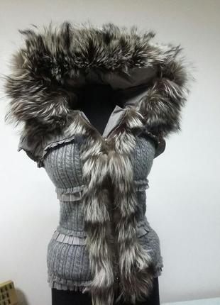 Продам жилетку из чернобурки теплая, качественная новая!