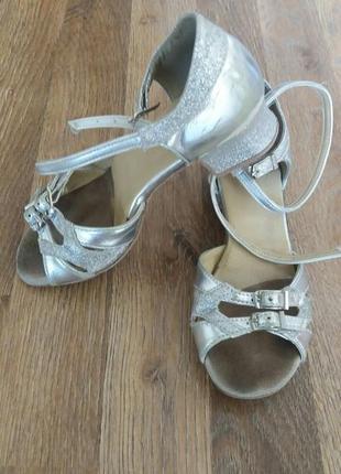 Туфлі (босоніжки) для танців 19,5 см