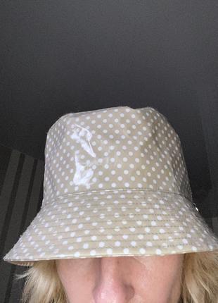 Шикарная шляпа панама лаковая бежевая в горох