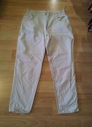 Бежевые джинсы с высокой посадкой