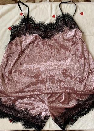 Молодежная пижама .ткань велюр .размеры xl 48-50