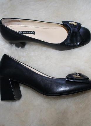Удобные кожаные туфли tucino оригинал пролет