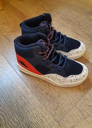 Крутые демисезонные фирменные ботинки