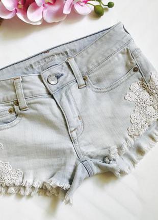 Шортики светлый джинс с кружевом