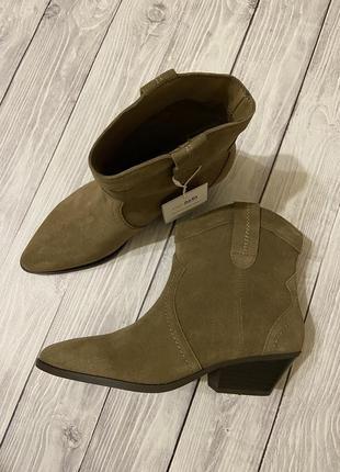 Трендовые ботинки-казаки pull&bear