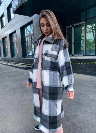 Женское пальто из мягкого эксклюзивного кашемира в рубашечном стиле на пуговицах