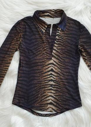 Кофта блузка с воротником. анималистический принт