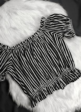 Чёрно-белый топ футболка в полоску