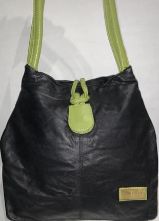 Кожаная фирменная сумочка на плечо jimmy choo.