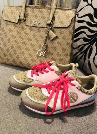 Кроссовки и сумка