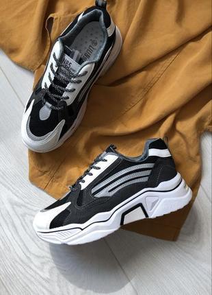 Кроссовки с световыми отражателями