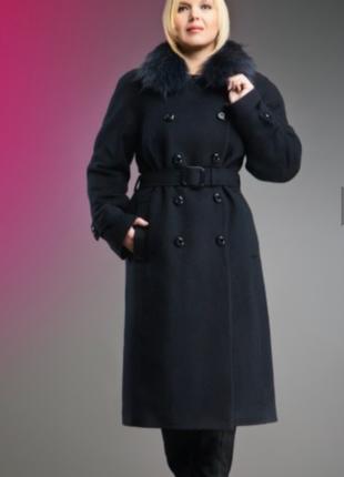 Пальто зимнее c натуральным воротником.тёплое. чёрного цвета. размер 18