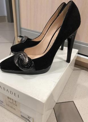 Туфли замшевые casadei италия