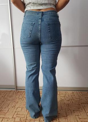 Актуальные джинсы клёш высокая посадка