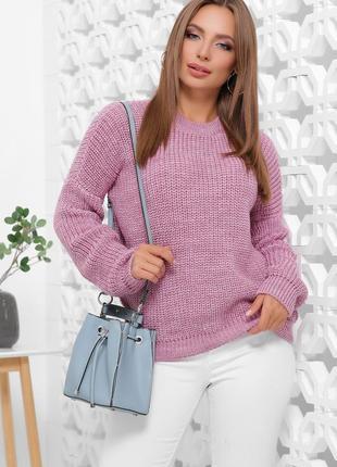 Стильный свитер сиреневого цвета