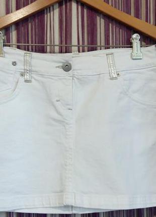 Красивая белая джинсовая юбка motivi