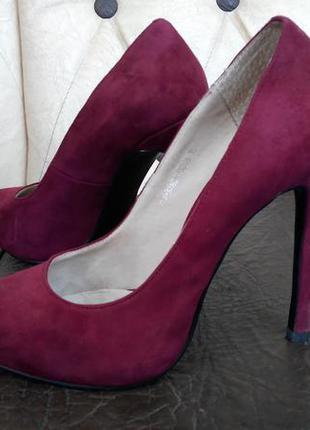 Фирменные новые туфли крутого цвета