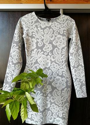 Шикарное трикотажное платье сукня цветы от river island