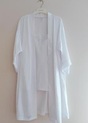 Комплект халат и пижама белого цвета