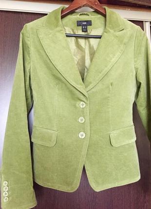 Вельветовый пиджак в оливковом цвете