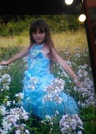Пышное праздничное платье шикарное-5/6 лет