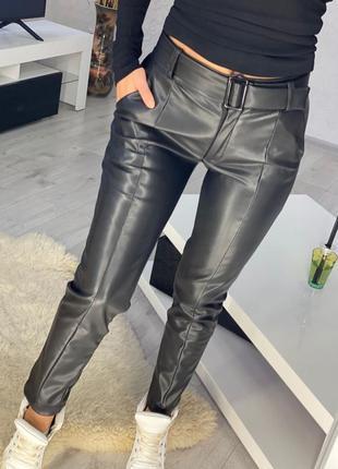 Теплые брюки эко-кожа флис  безупречная посадка