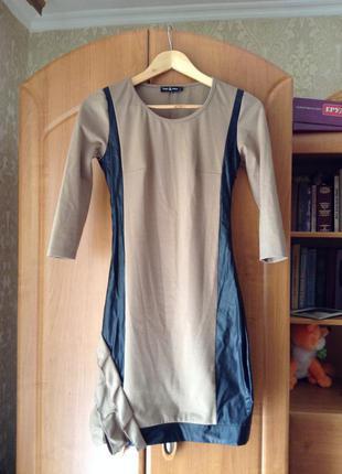 Отличное платье с кожаными вставками