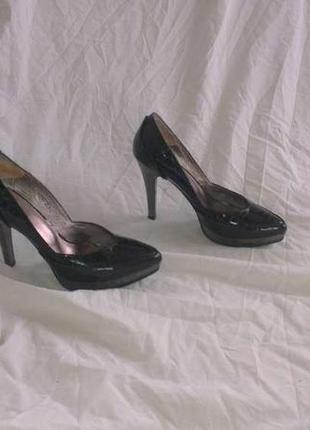 Интересные кожаные туфли 37 р.
