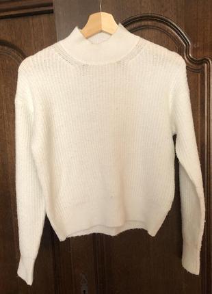Белый тёплый свитер