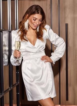 Атласное шелковое платье на запах