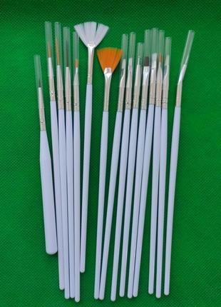 Кисточки для маникюра 15 штук белые