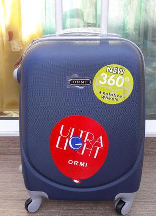 Синий чемодан пластиковый малый ручная кладь