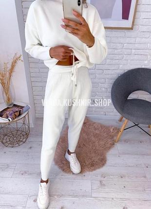Неймовірний білий костюмчик