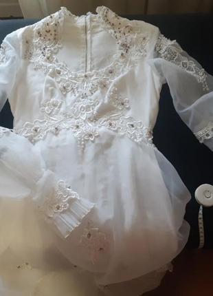 Свадебное платье в стиле бохо на худенькую со шлейфом, длинными рукавами, к нему естт фатв