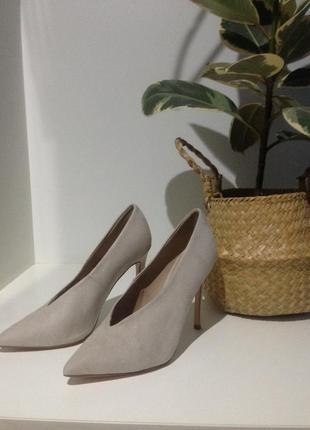 Туфли в светло-сером оттенке в 37(24) каблук 11