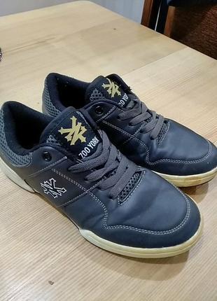 Модні кросівки
