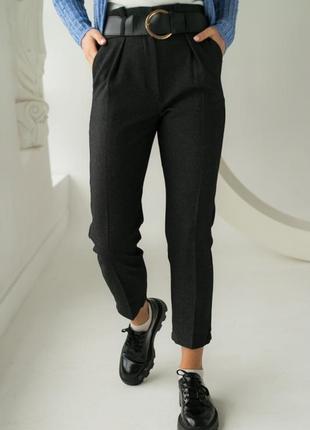 Классические брюки с высокой посадкой