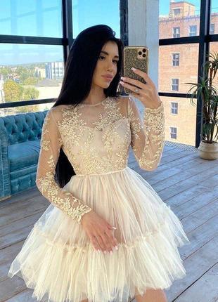 Пышное короткое нарядное платье с фатиновой юбкой и кружевным верхом