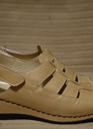 Комфортные кожаные босоножки песочного цвета padders англия. 37 р.( 23,5 см.)
