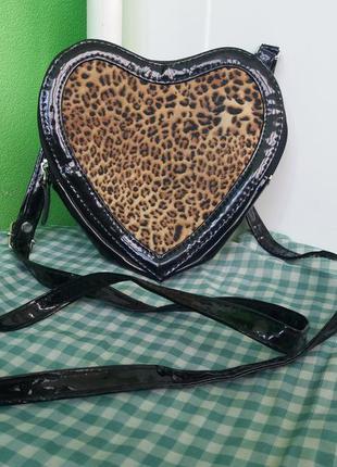Черная сумка-сердце под moschino, кросс-боди cross body через плечо длинная ручка